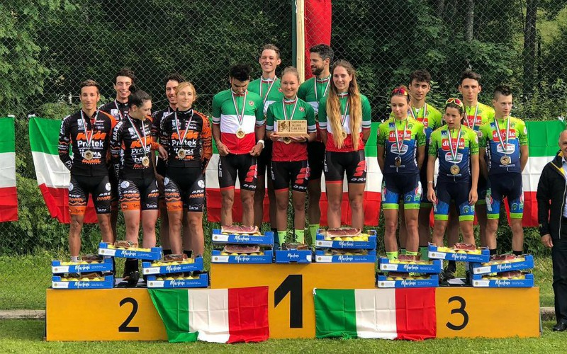 podio calvetti teamrelay 2018